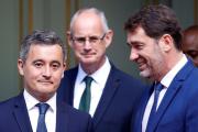 Gérald Darmanin et Christophe Castaner lors de la passation des pouvoirs au ministère de l'intérieur, à Paris, mardi 7 juillet 2020.
