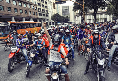 Delivery apps workers participate in a strike demanding better working and paying conditions amid the outbreak of the coronavirus disease (COVID-19) in Rio de Janeiro, Brazil, July 1, 2020. REUTERS/Ricardo Moraes - RC2HKH98VYR1