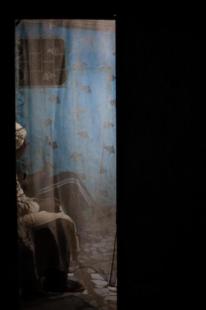 Mabeye Deme, série «Gudi Dakar», 2019. Tirage numérique sur papierHahnemühle, édition 1/2 (50 cm x 75 cm, 2 800 euros).