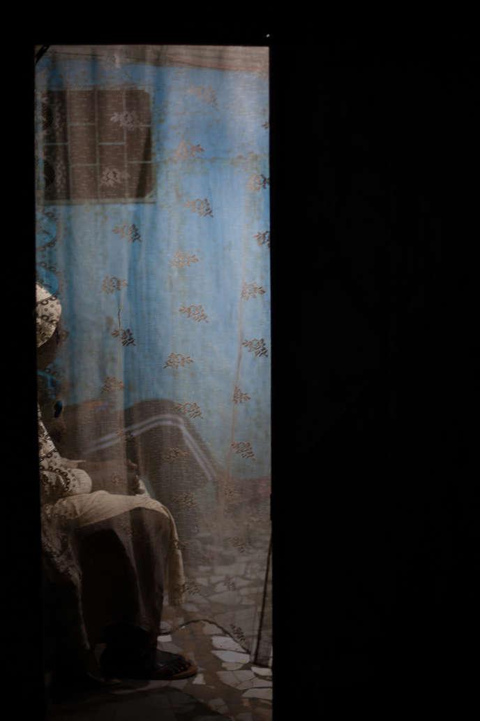 Mabeye Deme, série «Gubi Dakar», 2019. Tirage numérique sur papierHahnemühle, édition 1/2 (50 cm x 75 cm, 2 800 euros).