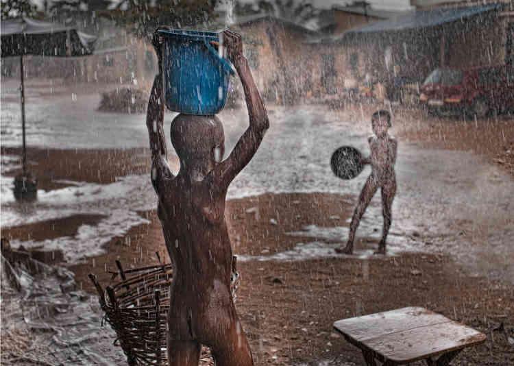 José Nicolas,« Togo sous la pluie, Lomé», 2017. Subligraphie, édition 3/12 (50 cm x 70 cm, 1 000 euros).