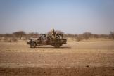 Patrouille de l'armée burkinabée dans les environs de Dori, dans le nord-est du pays, le 3 février 2020.