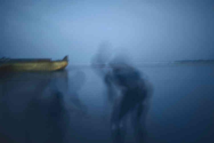 Nyaba L. Ouédraogo,« Les Fantômes du fleuve Congo 2», 2013. Tirage numérique sur papier Hahnemühle, édition 2/3 (60 cm x 90 cm, 3 800 euros).