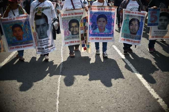 Manifestation marquant les cinq ans de la disparition des 43 étudiants de l'école d'Ayotzinapa (Mexique), le 26 septembre 2019.