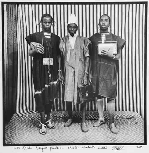 Malick Sidibé,« Les Trois bergers peuls», 1976. Tirage argentique (40 cm x 50 cm, 2 800 euros).
