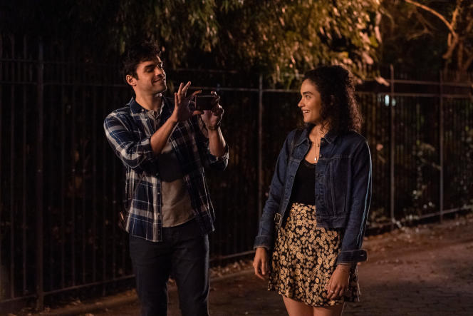 Bess King (Brittany O'Grady) et Ethan (Kevin Valdez) dans«Little Voice ».