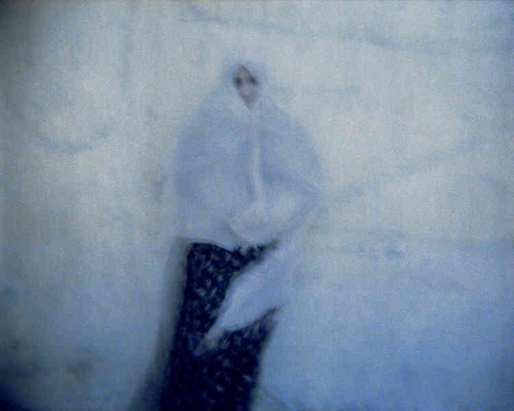Olivia Bruynoghe,« Une passante», 2010. Tirage sur papierHahnemühle (45 cm x 57,5 cm, 1 000 euros).