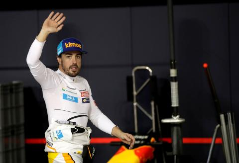 FILE PHOTO: McLaren driver Fernando Alonso of Spain waves to spectators in the pit during the qualifying session at the Yas Marina racetrack in Abu Dhabi, United Arab Emirates November 24, 2018. Luca Bruno/ Pool via REUTERS/File Photo