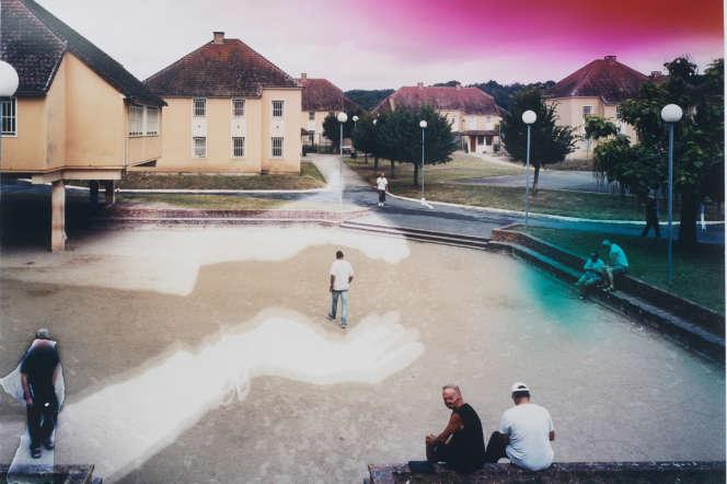 Maxence Rifflet :«Jeu de main... »,2020 - vue de « La place », Centre de détention de Mauzac, juin 2017.