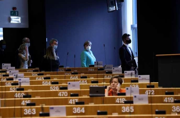Angela Merkel arrive pour une séance plénière au Parlement européen à Bruxelles, le 8 juillet.