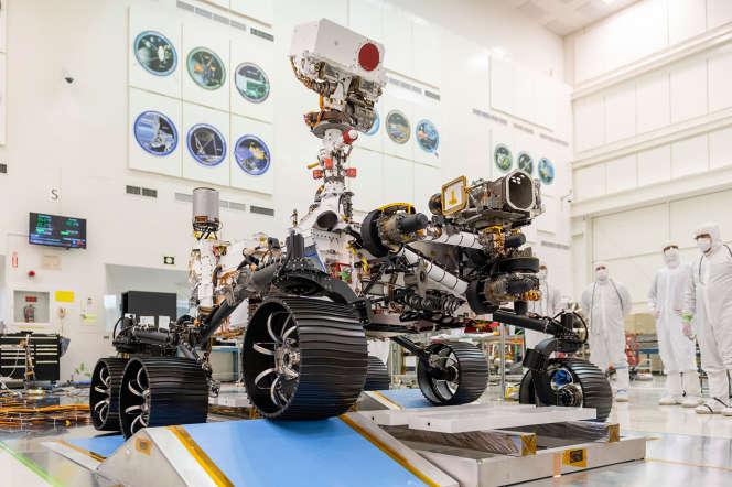 Le rover de la mission Mars 2020, lors de tests, en Californie, en décembre 2019.