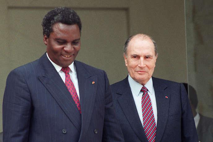 Le président rwandais Juvénal Habyarimana en compagnie de François Mitterrand, au palais de l'Elysée, le 23 avril 1991, soit trois ans avant le déclenchement du génocide.