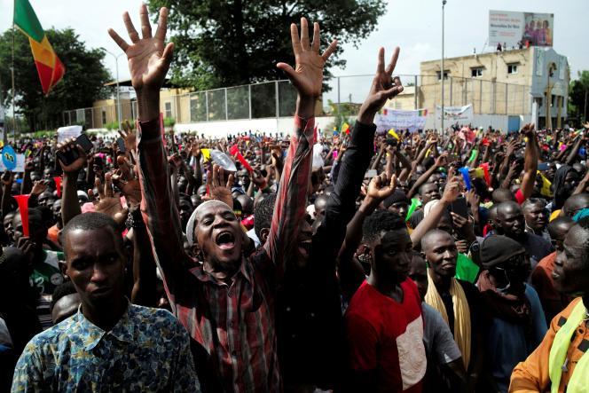 Des manifestants protestent contre le président malien Ibrahim Boubacar Keita, à Bamako, le 10 juillet.