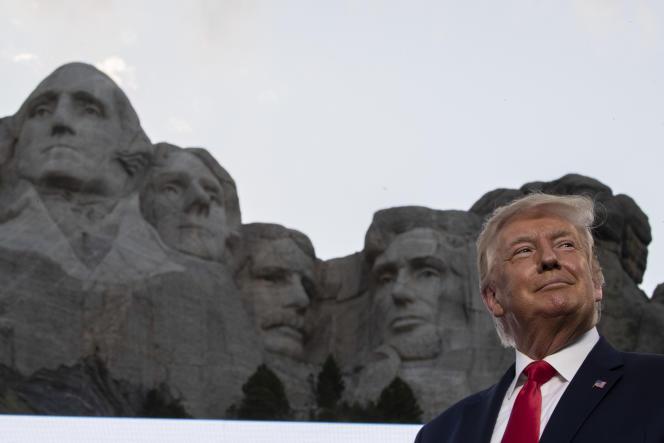 Donald Trump lors d'une visite au Mémorial national du mont Rushmore , près de Keystone (Dakota du Sud), le 23 juillet.