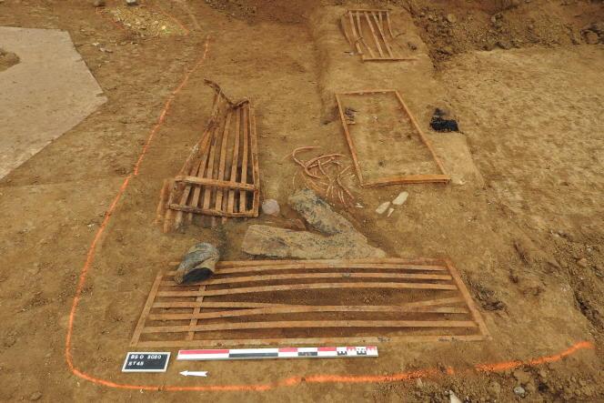 Des restes de sommiers métalliques témoignent du quotidien de la garnison allemande.