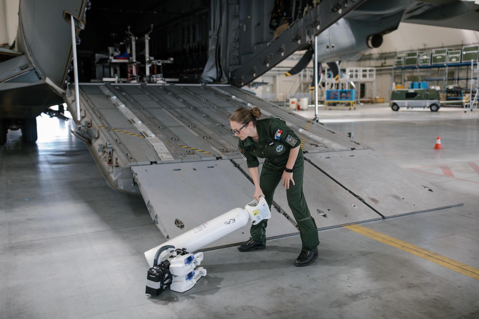 12h47 à la base militaire d'Orléans-Bricy, le 9 juillet. Cet avion A400M a servi à transporter des patients atteints du Covid-19.