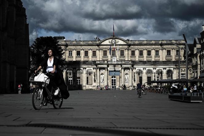 Devant la mairie de Bordeaux, le 3 juillet.