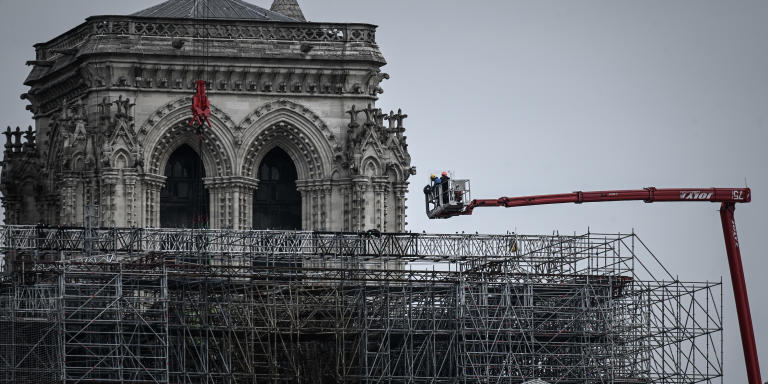 Workers take part in the dismantling operation of the scaffolding at the Notre-Dame Cathedral in Paris on June 8, 2020 that was damaged in the April 15, 2019 blaze. (Photo by Philippe LOPEZ / AFP)