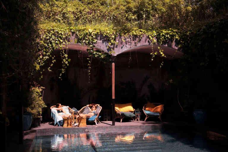 La piscine ombragée bâtie dans une ancienne cuve de l'usine. Hôtel Ville d'Hiver à Arcachon, le 14 juin 2020.