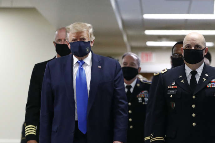 Donald Trump porte un masque à Bethesda (Maryland), samedi 11 juillet.