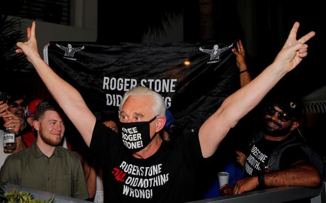 Roger Stone, ami de longue date de Donald Trump, après l'annonce de sa grâce par le président américain,à Fort Lauderdale, le 10 juillet.