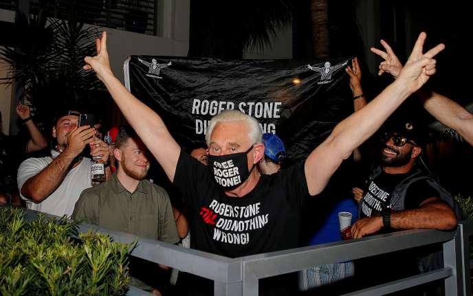 La réaction de Roger Stone, ami de longue de Donald Trump, après la décision du président américain de commuer sa peine, vendredi 10 juillet, à Fort Lauderdale (Floride).