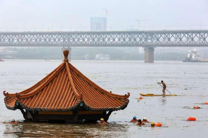Le Yangzi Jiang en crue, à Wuhan (Hubei) en Chine, le 8 juillet.