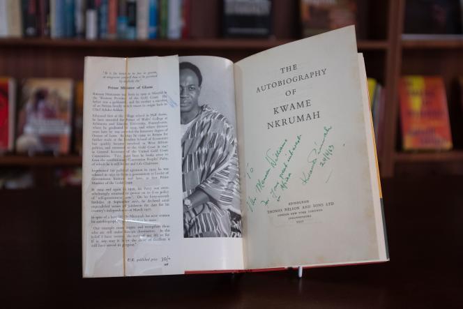 Dans la collection de Sylvia Arthur, cet ouvrage de Kwame Nkrumah dédicacé de sa main, est consultable à la Library of Africa and the African Diaspora (Loatad) à Accra.