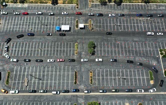 Vue aérienne d'un centre de tests au SARS-CoV-2, sur un parking de Los Angeles, aux Etats-Unis, vendredi 10 juillet.
