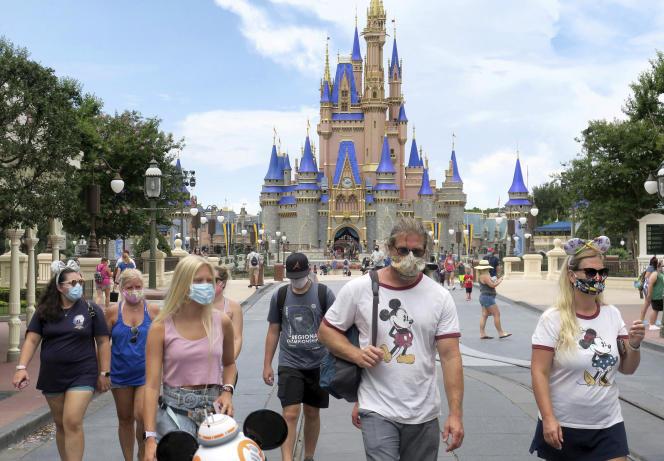 Le parc Disneyland deLake Buena Vista, en Floride, est ouvert.