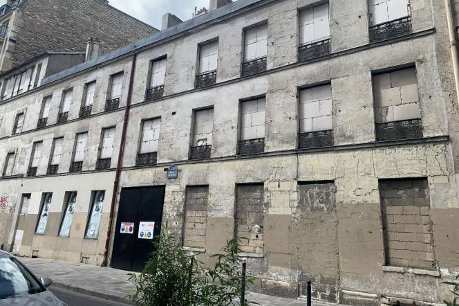 Vue de l'hôtel particulier, au 12 rue Oudinot, à Paris, début juillet.
