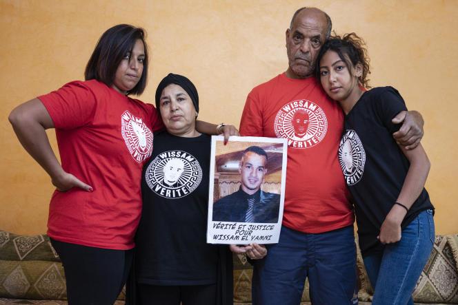 La famille de Wissam El-Yamni, à Clermont-Ferrand (Auvergne), le 9 juillet.
