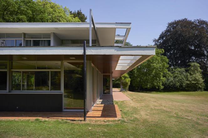 Cette demeure bâtie à Croix en 1968 pour un entrepreneur français est l'ultime ouvrage de l'architecte américain Richard Neutra, mort en 1970.