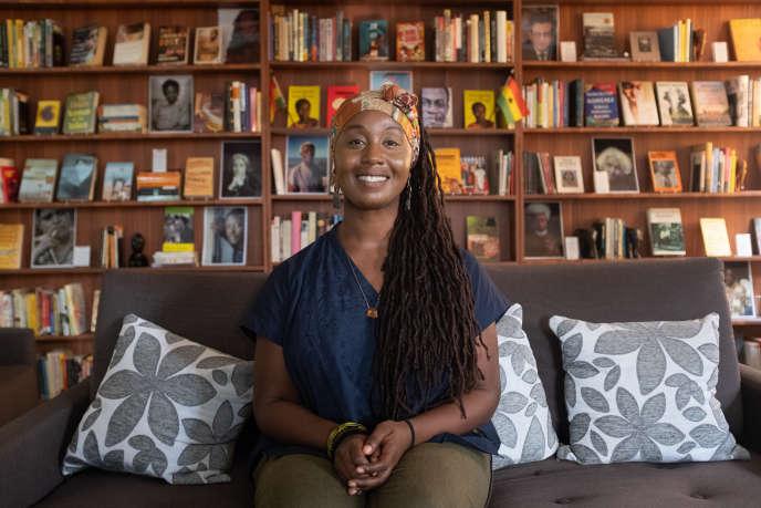 Sylvia Arthur le 2 juillet 2020 dans la bibliothèque qu'elle vient de réouvrir à Accra, la Library of Africa and the African Diaspora (Loatad).