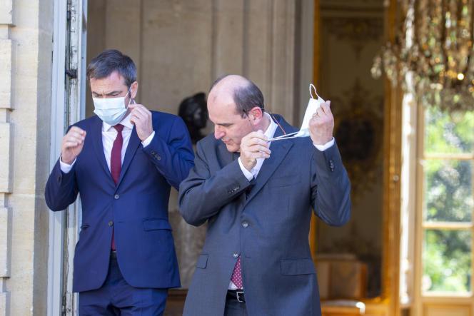 Olivier Véran et Jean Castex lors de la signature des accords du Ségur de la santé à Matignon à Paris, le 13 juillet.