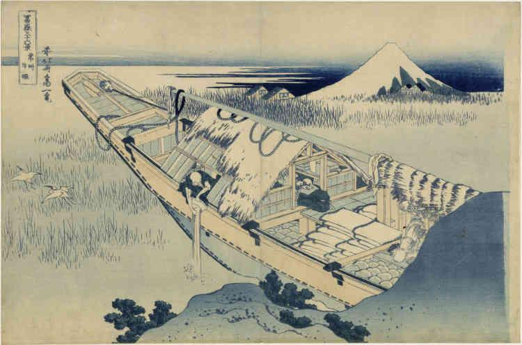 «Autant la célèbre « Grande vague au large de Kanagawa » dépeint les affres d'une embarcation face aux éléments déchaînés, autant cette estampe est tout empreinte de calme etd'immobilité. La composition est marquée par la grande diagonale de la barque sur le lac Kasumi-ga-ura, tandis qu'au loin les neiges qui recouvrent le Fuji et les couleurs froides de l'estampe indiquent que nous sommes en hiver. Seul le bruit d'un seau versé par-dessus bord vient rompre le silence et provoque l'envol de deux hérons. »