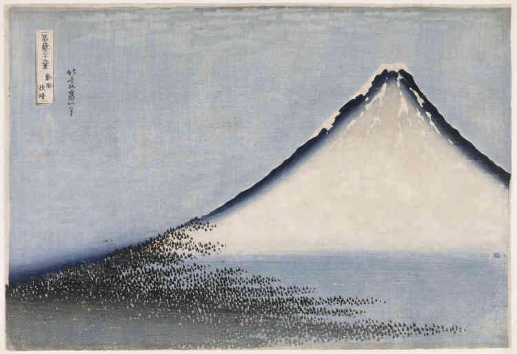 «Deuxième estampe de la série des Trente-six vue du mont Fuji, « Vent frais par matin clair » fait la démonstration virtuose et en même temps très dépouillée de l'utilisation d'un nouveaupigment : le bleu de Prusse, importé de Hollande au Japon depuis moins de dix ans. »