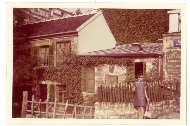 Gabrielle, dans le quartier de Montmartre, à Paris, en juillet 1967, après avoir été reçue à l'agrégation de lettres modernes.