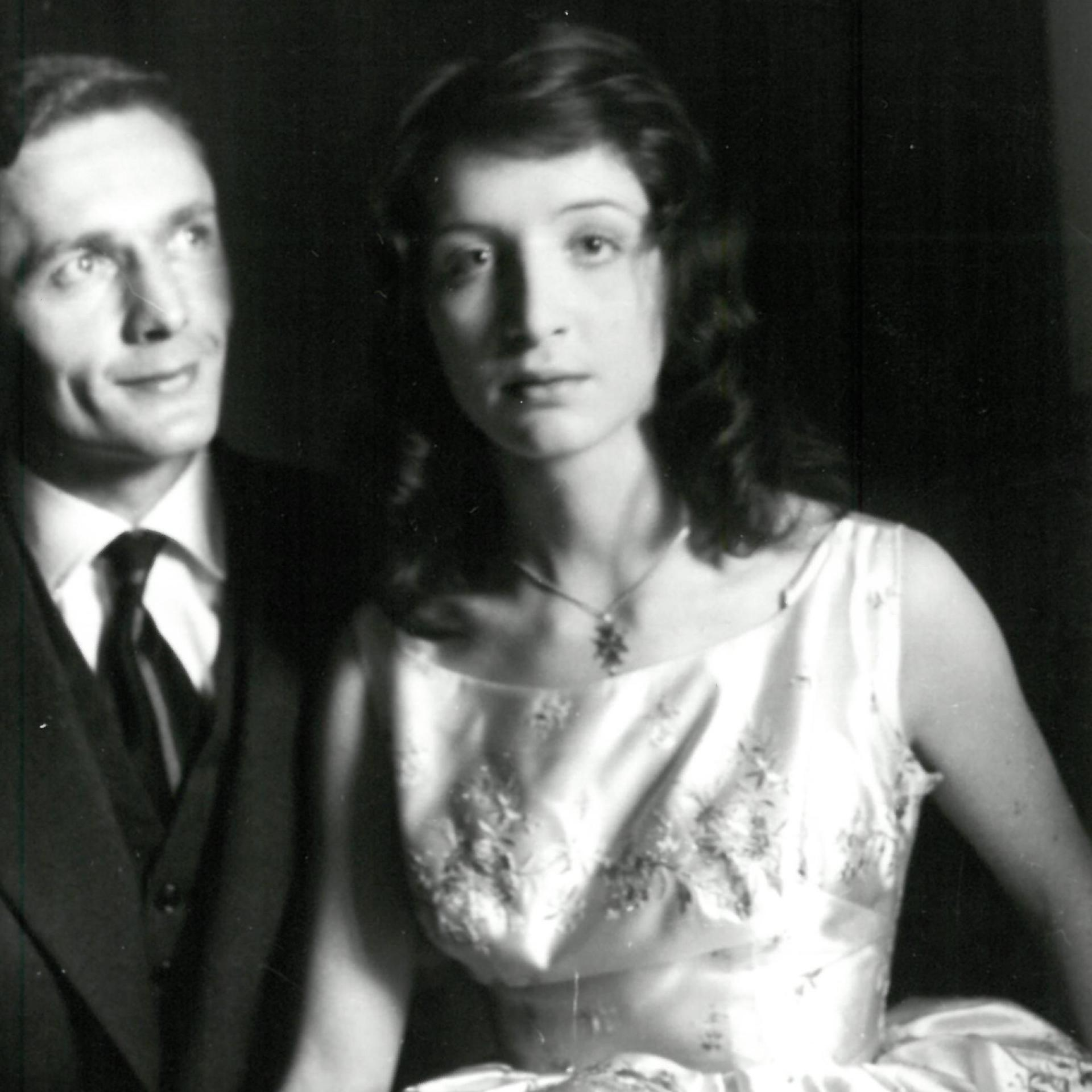 Gabrielle Russier et Michel Nogues, le jour de leur mariage, à Paris, le 8 février 1958.