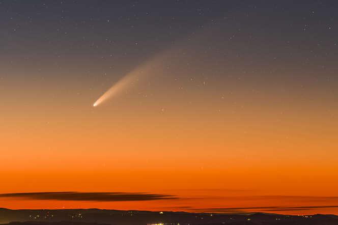 La comète Neowise photographiée au crépuscule le samedi 11 juillet depuis le mont Aigoual.