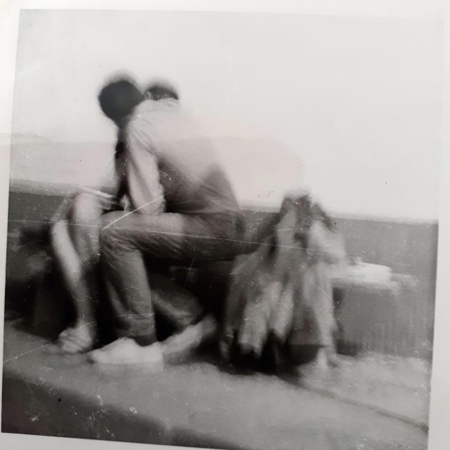 Le baiser: Gabrielle Russier et Christian Rossi, l'été 1968, en Allemagne.