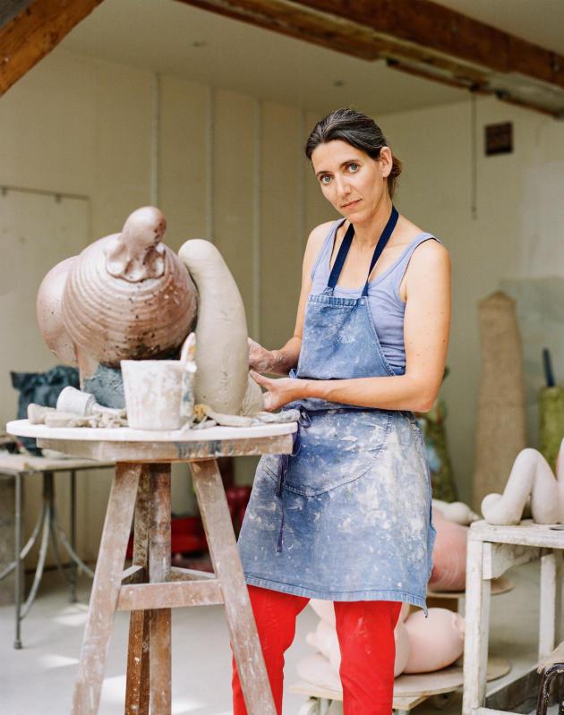 Elsa Sahal dans son atelier, à Paris, le 30juin.