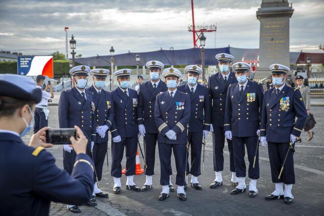 Les troupes se préparent à la cérémonie militaire de la fête nationale sur la place de la Concorde à Paris, mardi 14 juillet.