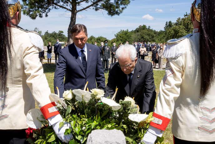 Les présidents slovène, Borut Pahor, et italien, Sergio Mattarella, à Basovizza, dans le nord-est de l'Italie, le 13 juillet.