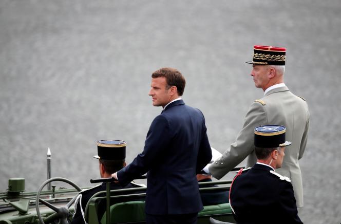 Le président de la République, Emmanuel Macron, et le chef d'état-major des armées, François Lecointre, le 14juillet2020.