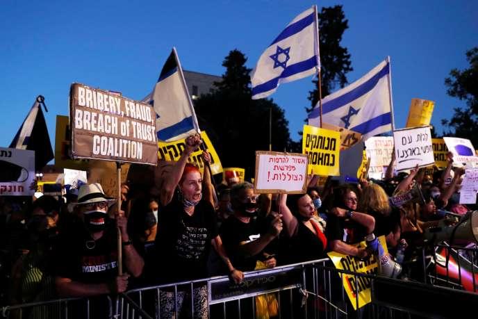 Manifestation contre le premier ministre israélien, Benyamin Nétanyahou, etla gestion du gouvernement de l'épidémiedue au nouveau coronavirus, à Jérusalem, le 14juillet.