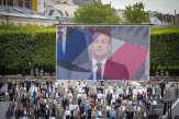 Face à la crise, Macron garde son cap mais «change de chemin»