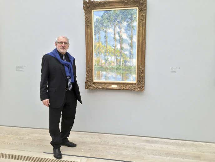 Philippe Piguet, devant un des tableaux de la série « Peupliers» de Claude Monet(1891) à l'intérieur de la Fondation Beyeler, à Bâle, en Suisse, le 20 janvier 2017.