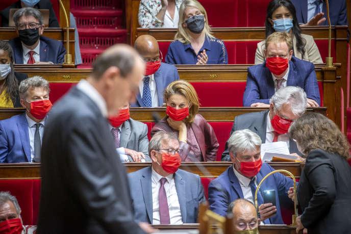 Les députés du Parti communiste (PC)écoutent le discours de politique générale de Jean Castex, premier ministre, à l'Assemblée nationale à Paris, mercredi 15 juillet 2020. - 2020©Jean-Claude Coutausse pour Le Monde
