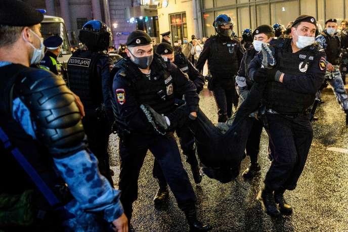 Plus de 140personnes ont été interpellées, mercredi soir 15 juillet, par la police dans le centre de Moscou, en Russie.
